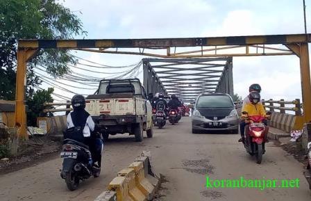 Jalan Cemara Ujung tidak ada lagi kemacetan. (foto: faqih)