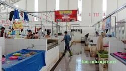 Suasana di Pasar Bauntung Kota Banjarbaru yang sepi. (foto: juwita)