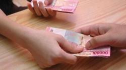 ILUSTRASI - Pinjam uang di bank.