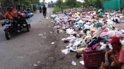 Sampah berserakan di sejumlah titik di Kota Banjarmasin. (foto: leon)