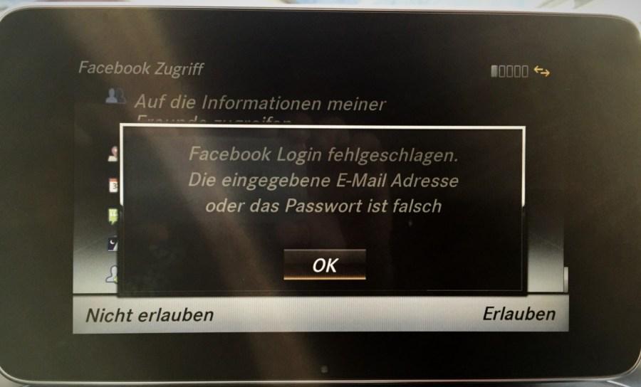 Facebook im Auto ist völliger Schwachsinn. Entweder das Login funktioniert nicht, oder die Darstellung sieht himmeltraurig aus.