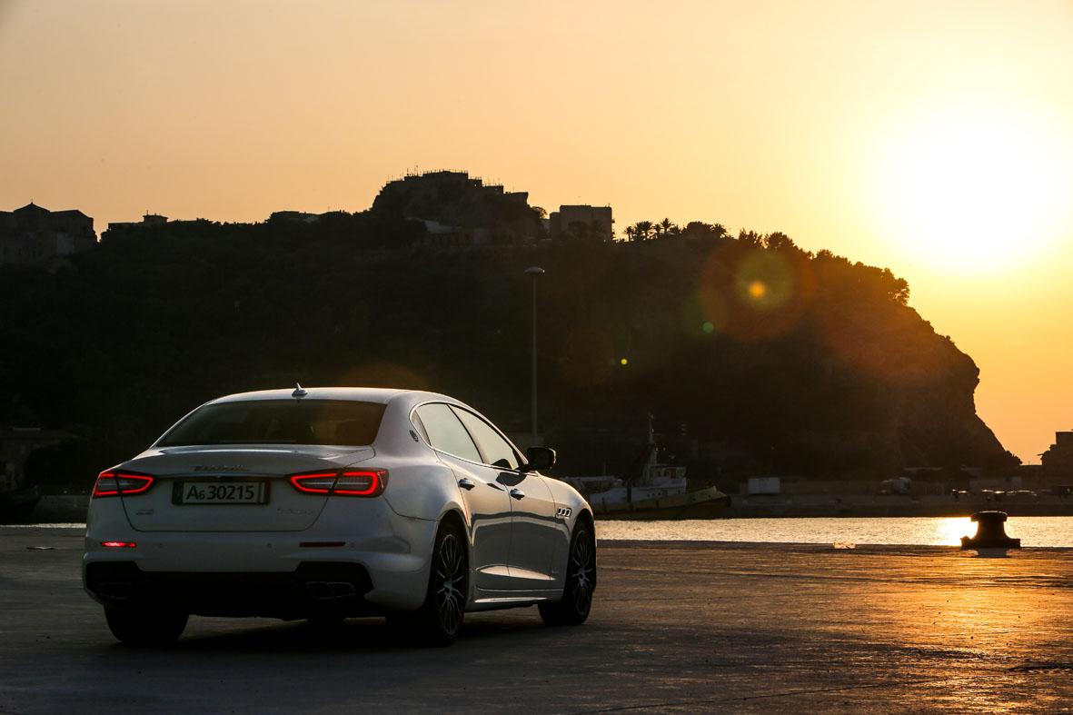 Rammbock im Businessanzug: Maserati Quattroporte GTS