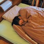 寒い冬に布団から出てしまう肩と上半身をスグに温める方法6選!