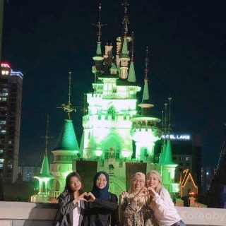 A famous photo spot at Lotte World - The Halloween themed castle with a spooky lighting. On other seasons, it might be decorated differently. You can also take these during the day. Lotte World also offers to take professional quality photos at the bottom of the castle but you will have to pay for that. This photos we take ourselves are free.