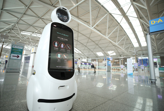 The robot Airstar, created to assist passengers, sits idly at Incheon International Airport, which has been relatively quiet during the coronavirus pandemic. [YONHAP]