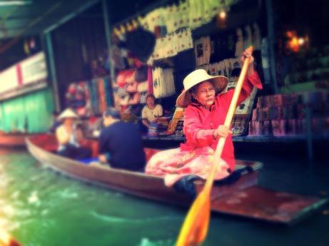 Damneonsudak Floating Market