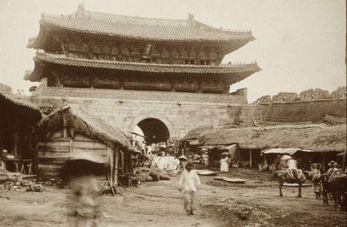 南大門(崇禮門)城外側 撮影年代 明治21年(1888)~明治24年(1891) 林武一撮影