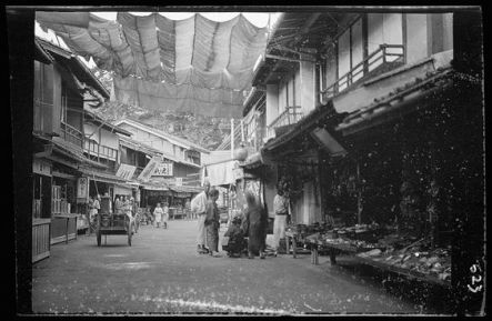These rare shots of vintage Japan during 1908 are thanks to the acute artistic eye of Arnold Genthe.