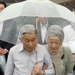 美智子さまの希望によりエリザベス女王より高いビニール傘を愛用