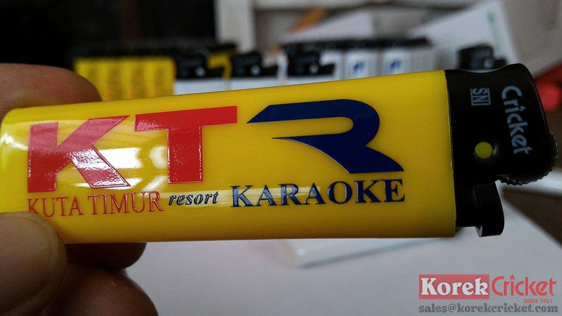 Korek api cricket warna kuning sablon logo kuta timur resort karaoke