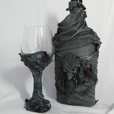 Powertex bottle and glass with skull and roses