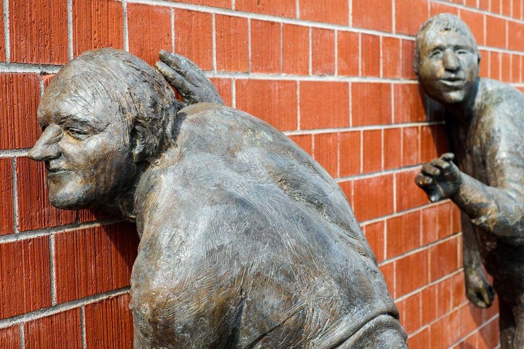 De monumentos, estatuas - Miguel Angel Aviles