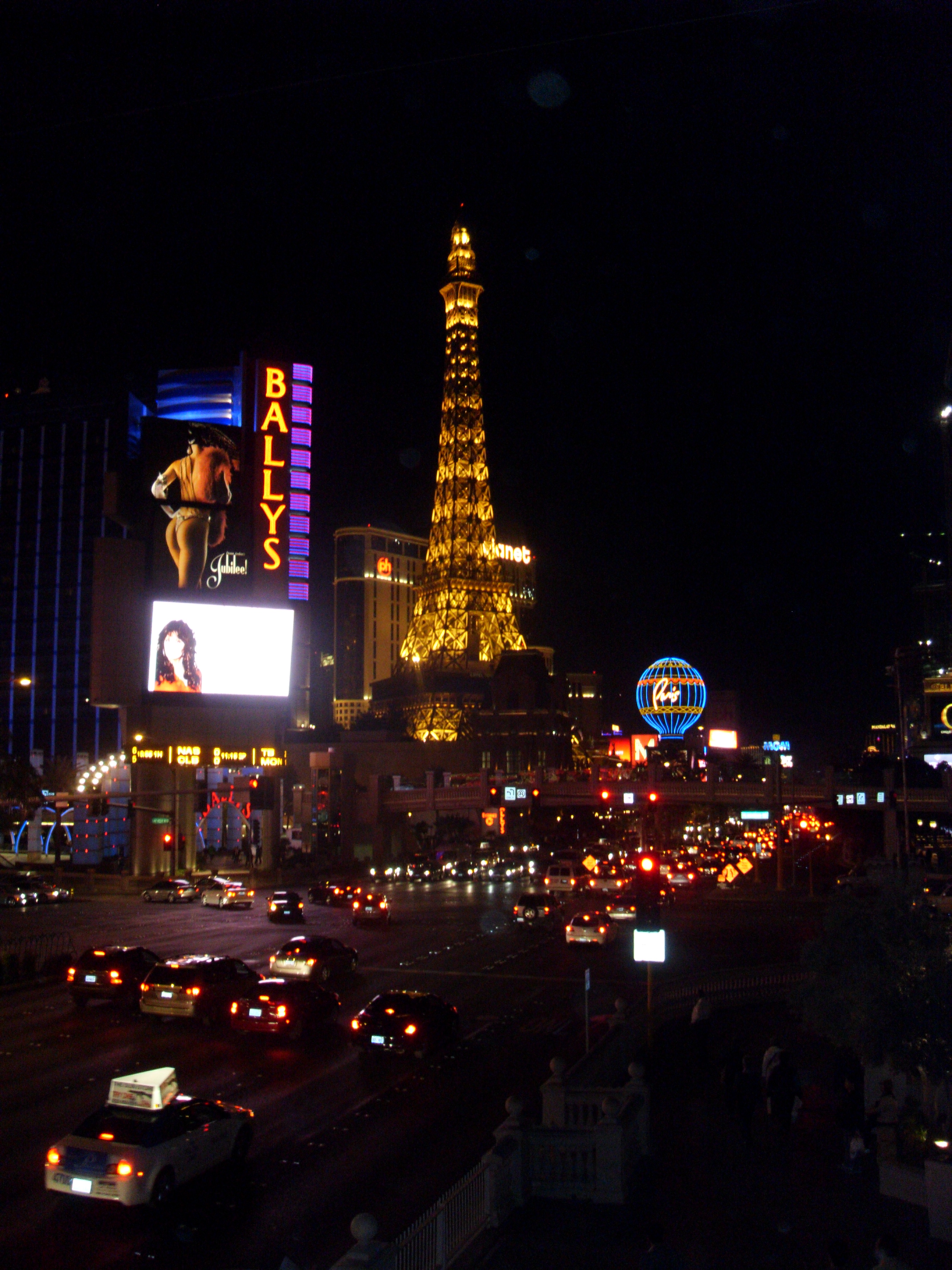 Vegas by night, the city that never sleeps