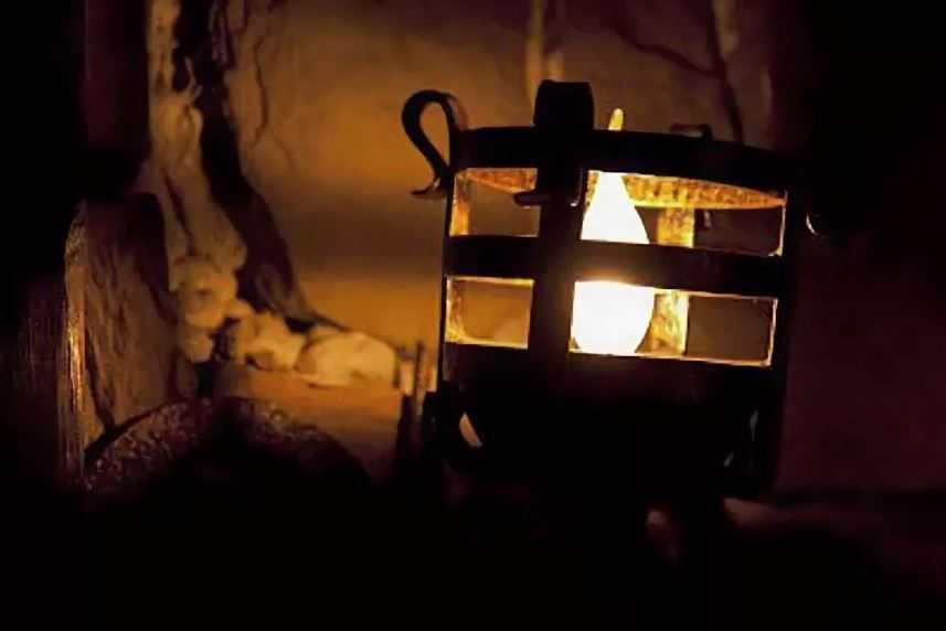 Ученых очень интересует состав жидкости. Питающей огонь, на протяжении многих столетий.