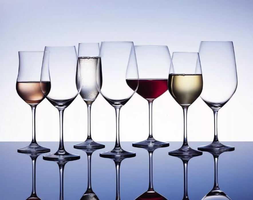 Практически для каждого сорта вина существует свой особенный вид винных бокалов. Но это исключительно символично!