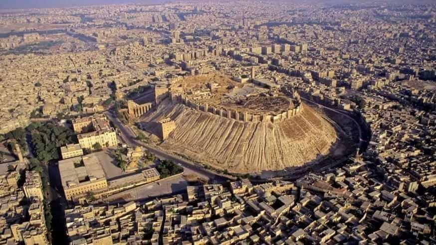 Одна из самых значимых и неприступных - крепость древнего города Алеппо.