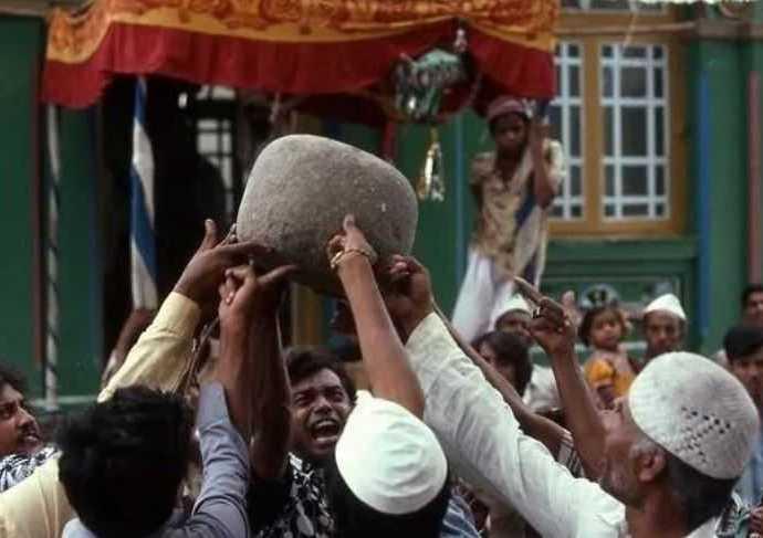 Парящий камень: индийская тайна, весом 100 кг.