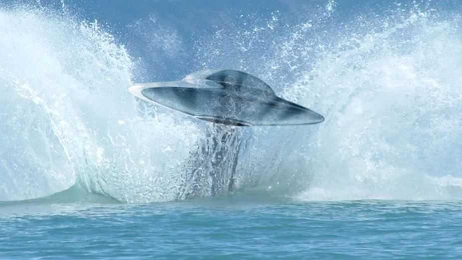 """Благодаря советской подводной лодке, НЛО удалось """"под шумок"""" улизнуть."""