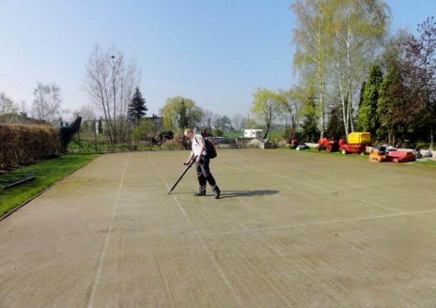 Kort tenisowy ze sztucznej trawy Glob Grass  zdmuchiwanie dużych zanieczyszczeń (640x480)
