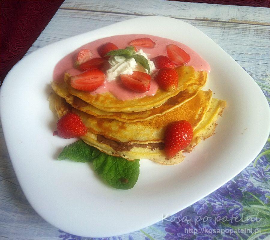 Pancakes z truskawkami i czekoladą