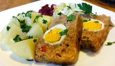 Klops z jajkiem i papryką