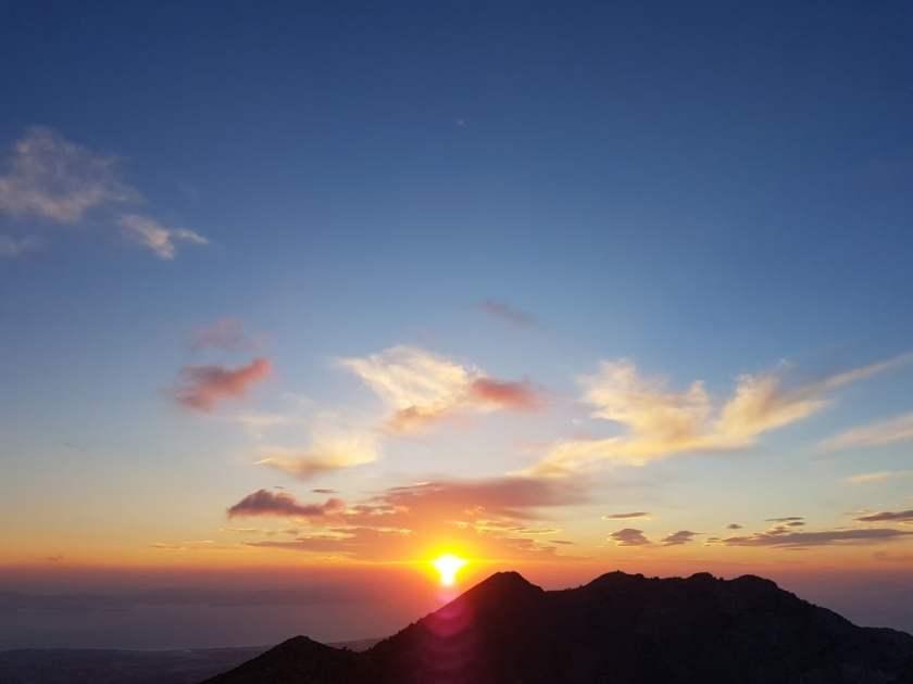 Sonnenaufgang auf dem Gipfel des Dikeos