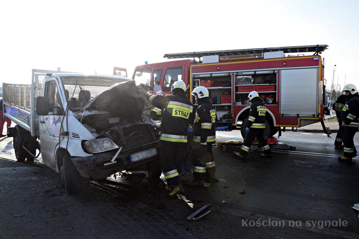 Strażacy musieli rozcinać pojazd