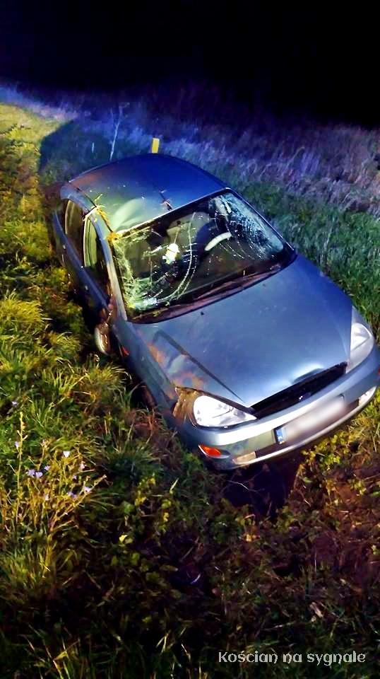 18-latek wypadł z drogi i dachował