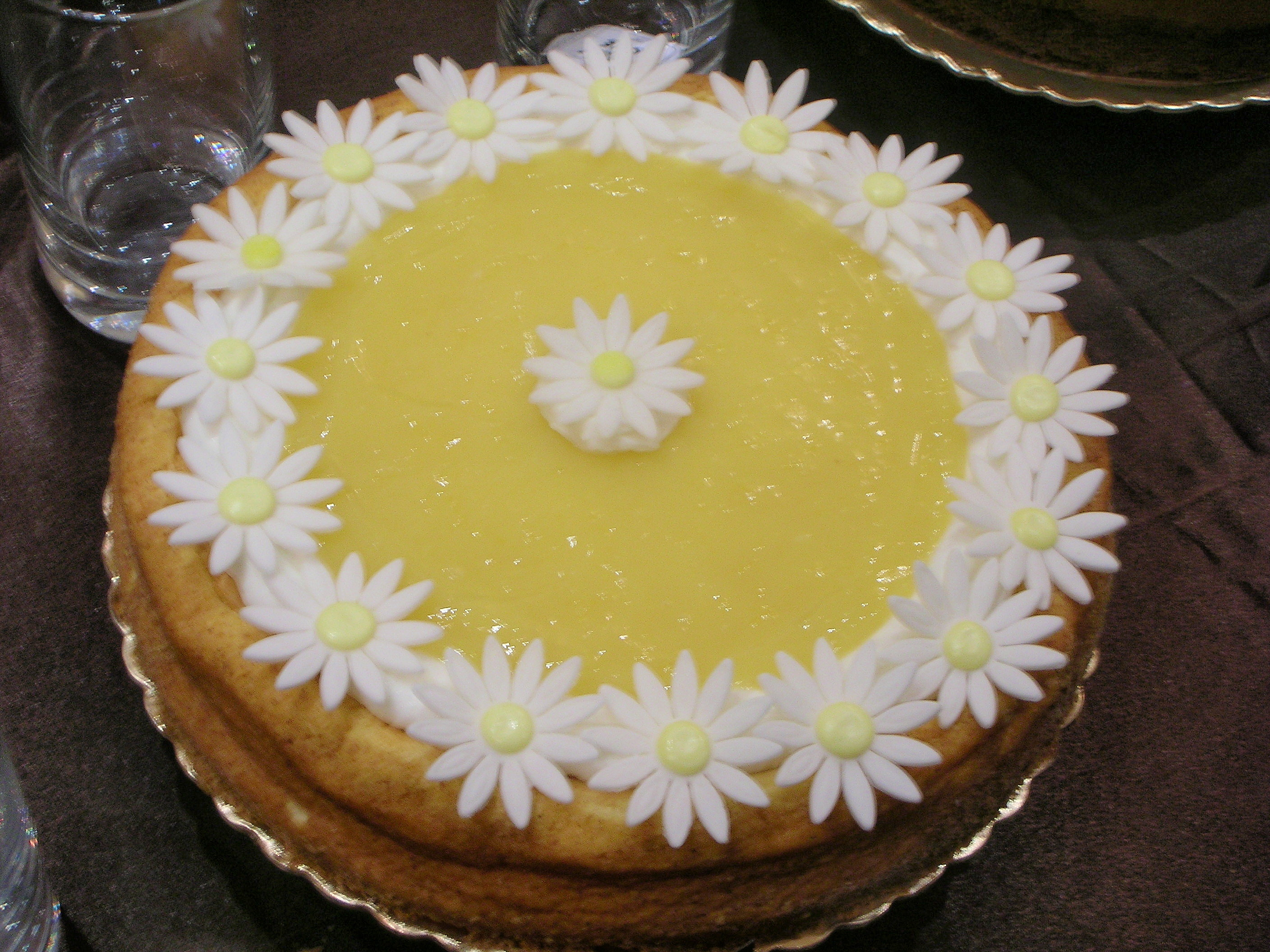 Cheesecake with Lemon Curd, decorated with fondant sunflowers