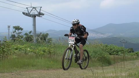 自転車で腰が痛くなっている人、骨盤が後ろに傾いてませんか?