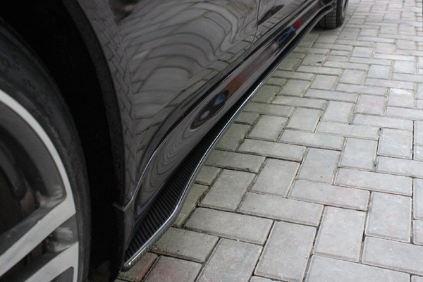 Carbon fiber Porsche Panamera side skirt