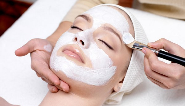 At the end of the procedure, the skin of the face is treated