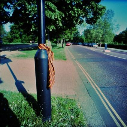 Lamp-post tie