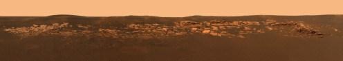 Panoráma krátera Eagle, kde vidno odhalené skalné podložie.