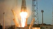 Startující raketa Sojuz s družicí Sentinel 1A