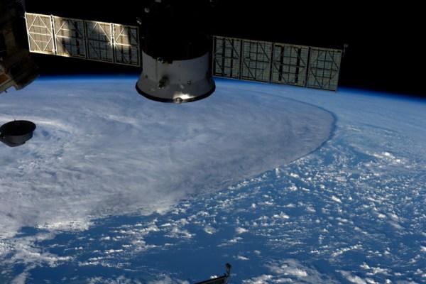 Vypadá to, jako by tato bouře v Tichém oceánu zničila všechno, co jí stojí v cestě.