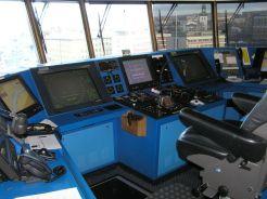 Moderně vybavený lodní můstek umožňuje posádce téměř 360stupňový výhled.
