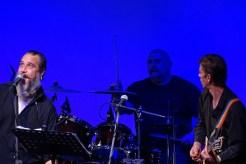 Show hudebně doprovodila skupina The Breakers