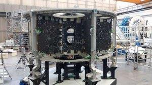 Základní struktura ESM-3 v hale společnosti Thales Alenia Space Italia v Turíně, květen/červen