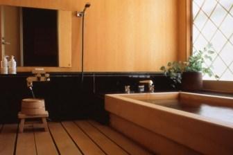 和室の檜造り内風呂