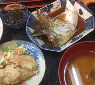 市場食堂の煮魚定食
