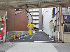 タイムズ名古屋市博物館前の入口