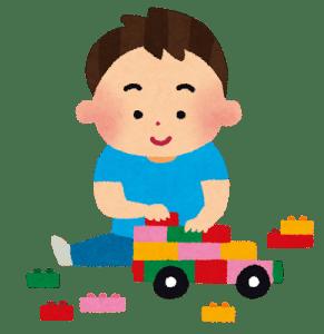 おもちゃで遊ぶことに夢中になる子供