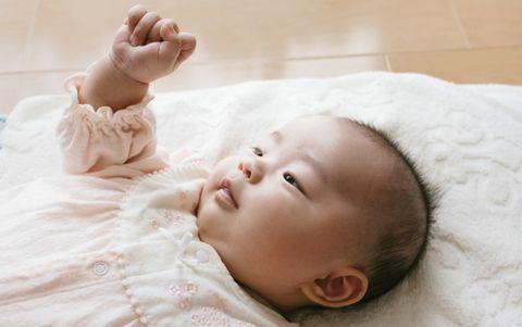 赤ちゃんテレビやスマホいつから見る?視力や光や音の影響