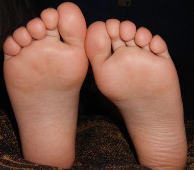 子供の【足裏】が痛い時の原因と病気は何がある・対処法は?