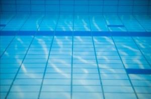 アトピー性皮膚炎の子供は海や川、プールに入っていい?
