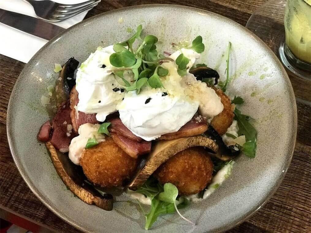 バンダバーグの美味しいカフェ《Indulge》で食べた朝ごはんの写真