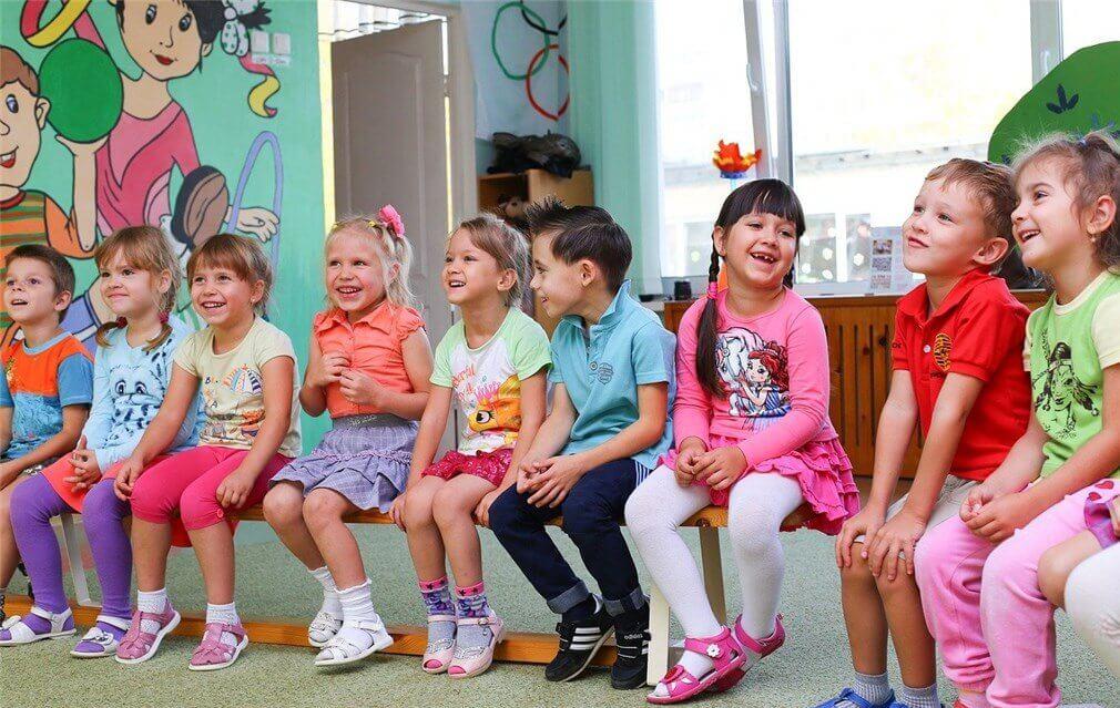 オーストラリアの幼稚園の子供達が揃っている写真