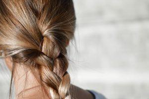 女の子 おさげ髪