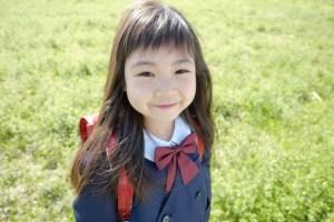 小学校 入学式 微笑む